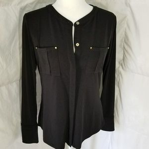 Form fitting and stretchy long sleeve shirt